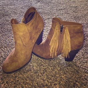 ADORABLE ankle boots